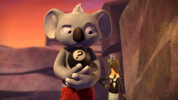 Während  Blinky die merkwürdige Zauberkugel  loswerden will, versucht Jacko, ihm sie abzuluchsen.  | Rechte: KiKA/Studio 100 Media / Flying Bark