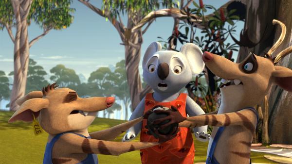 Bandi, Curt und sogar Mrs. Bill, alle wollen die Zauberkugel besitzen. | Rechte: KiKA/Studio 100 Media / Flying Bark