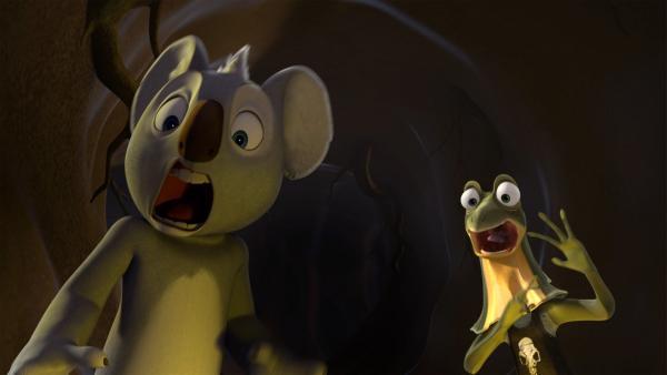 Blinky und Jacko erschrecken sich, als ihnen unheimliche Artverwandte von Jacko im dunklen Tunnel begegnen.   Rechte: KiKA/Studio 100 Media / Flying Bark