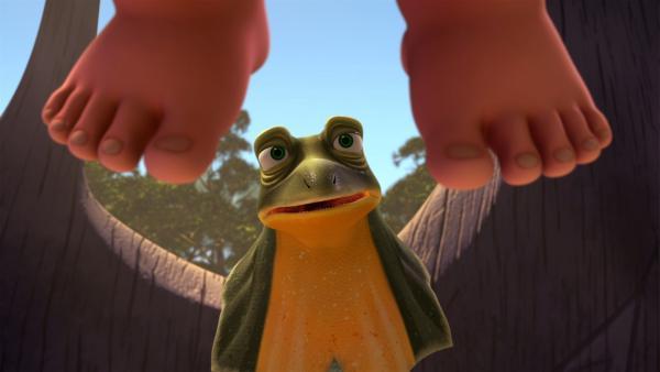 Jacko sieht verblüfft zu, wie Blinky Trudis Windel wechselt. | Rechte: KiKA/Studio 100 Media / Flying Bark