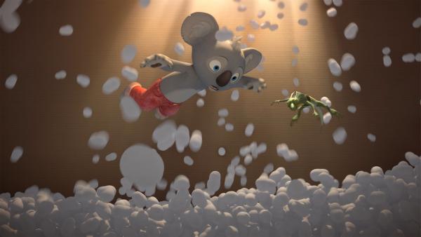 Blinky und Jacko genießen die Schwerelosigkeit in ihrem Kartonraumschiff. | Rechte: KiKA/Studio 100 Media / Flying Bark