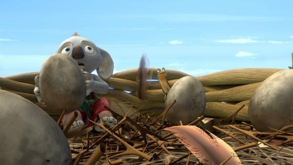 Blinky und Jacko geraten in Gefahr, als sich das Adlerweibchen dem Horst nähert. | Rechte: KiKA/Studio 100 Media / Flying Bark