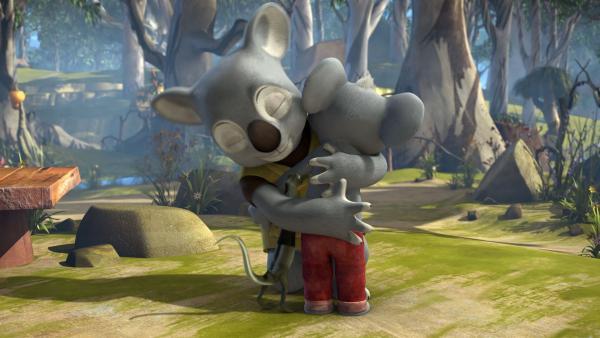 Blinky umarmt seinen Vater, der überraschend von seiner Reise zurückgekehrt ist.<br/> | Rechte: KiKA/Studio 100 Media / Flying Bark