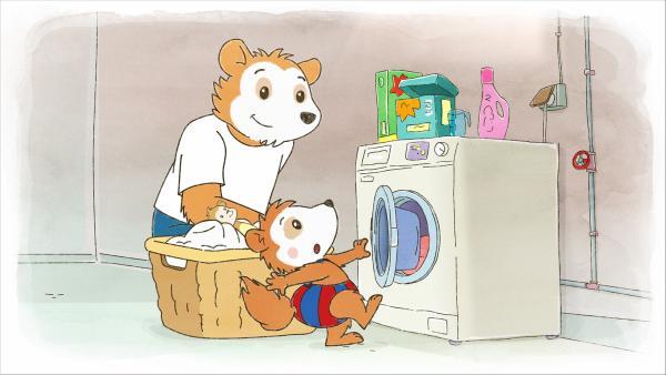 Bobo und Spielzeugaffe Trix helfen Papa bei der Wäsche. | Rechte: WDR/JEP ANIMATION