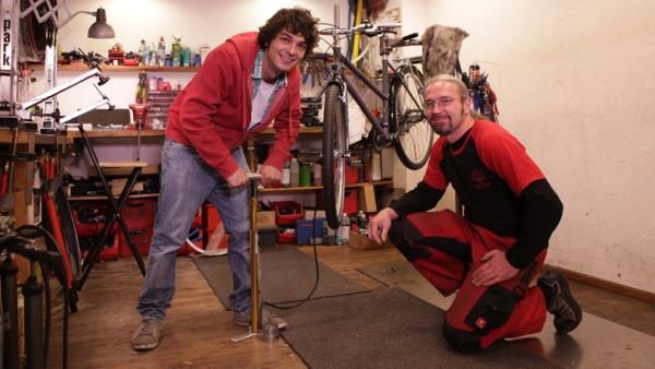 Der Fahrrad-Check / Can mit Fahrradmechaniker Rainer Alsdorf | Bild: BR / megaherz GmbH / Hopfner | Rechte: BR / megaherz GmbH / Hopfner