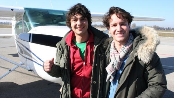 Der Flug-Check / Checker Can (links) mit Pilot Ralph Forsbach. | Bild: BR/megaherz gmbh/Michael Reitmeier | Rechte: BR/megaherz gmbh/Michael Reitmeier