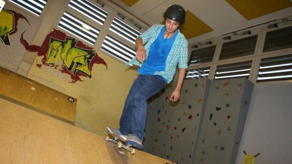 Skateboard-Check / Checker Can in der Skatehalle Freising. | Bild: BR/megaherz gmbh/Florian Lengert | Rechte: BR/megaherz gmbh/Florian Lengert