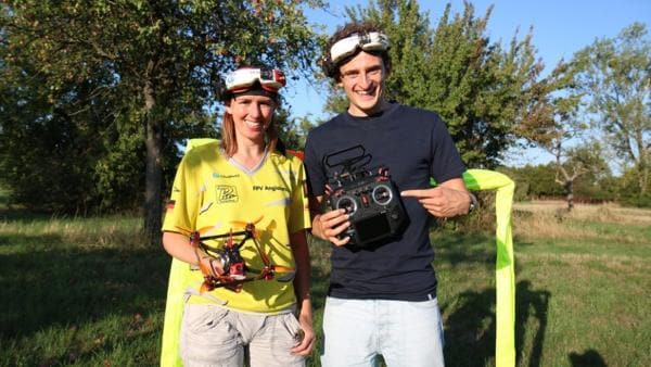 Der Drohnen-Check | Julian und Dani, die mit ihren Renndrohnen schon bei der Weltmeisterschaft war. | Bild: BR | megaherz gmbh | Rechte: BR | megaherz gmbh