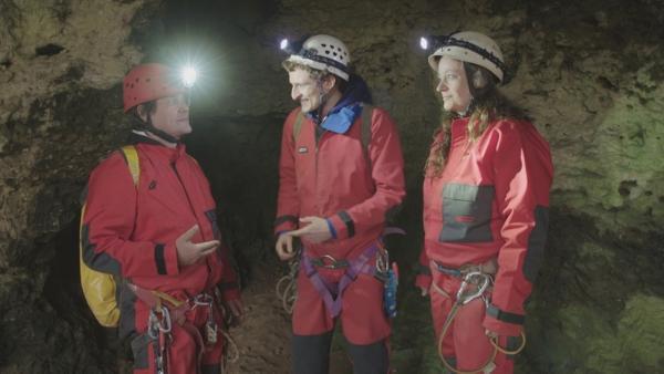 Der Höhlen-Check / Julian mit Höhlenforschern Jutta und Stefan in der Sophienhöhle | Bild: BR / megaherz GmbH | Rechte: BR / megaherz GmbH