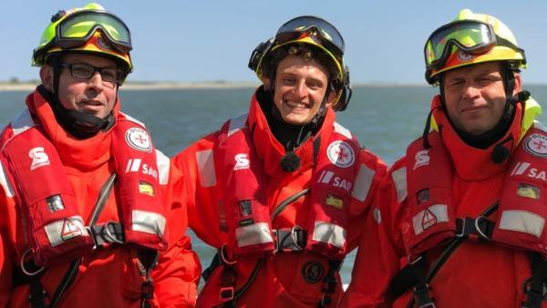 Der Seenotretter-Check / Die Seenotretter Jörg und Michael haben Julian aus dem offenen Meer gerettet | Bild: BR / megaherz GmbH | Rechte: BR / megaherz GmbH
