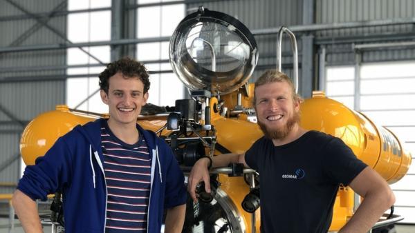 Der U-Boot-Check / Reporter Julian trifft Meerestechniker Peter (rechts) mit dem Forschungstauchboot JAGO. | Bild: BR/megaherz gmbh/Antonia Simm | Rechte: BR/megaherz gmbh/Antonia Simm
