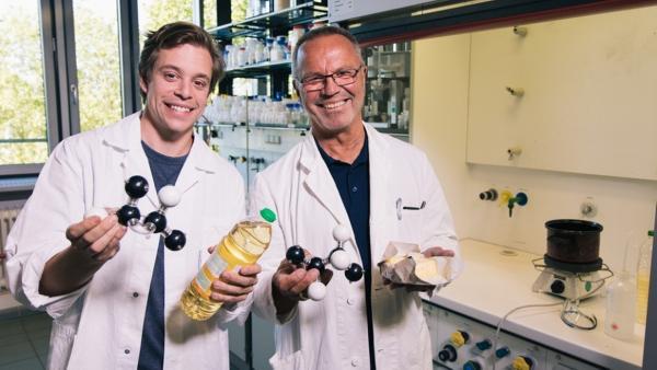 Der Fett-Check / Im Chemielabor: Tobi erlebt Professor Anton eine Fettexplosion. Ob das gut geht? | Bild: BR / megaherz GmbH | Rechte: BR / megaherz GmbH
