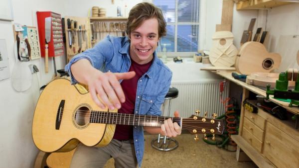 Der Gitarren-Check / Tobi mit Gitarre | Bild: BR/megaherz gmbh/Hans-Florian Hopfner | Rechte: BR/megaherz gmbh/Hans-Florian Hopfner
