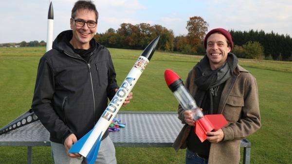 Der Raketen-Check | Checker Tobi mit Modellraketen-Tüftler Robert. | Bild: BR | megaherz film- und fernsehen gmbh | Rechte: BR | megaherz film- und fernsehen gmbh