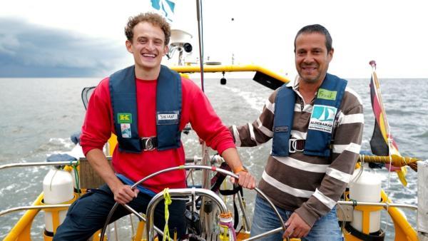 Das Meer wird sauer | Checker Julian und Frank auf dem Forschungsschiff Aldebaran. | Bild: BR | megaherz gmbh, Thomas Spitschka | Rechte: BR | megaherz gmbh, Thomas Spitschka