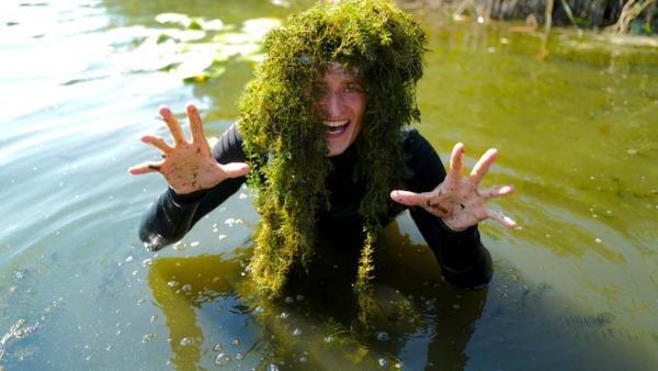 Mission Saubere Seen   Checker Julian erforscht was Algen in unseren Seen alles machen.   Bild: BR   megaherz gmbh, Thomas Spitschka   Rechte: BR   megaherz gmbh, Thomas Spitschka