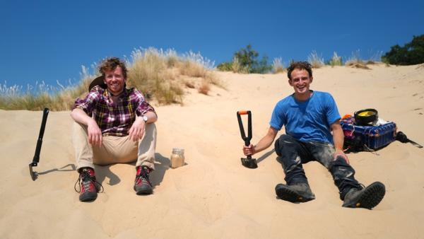 Wüste in Deutschland | Michel und CheckerJulian erforschen die Nemitzer Heide. | Bild: BR | megaherz gmbh, Thomas Spitschka | Rechte: BR | megaherz gmbh, Thomas Spitschka