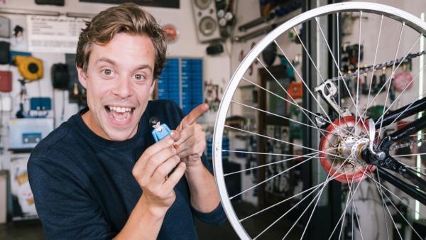 Eine Turbo-Maschine?! | Dieses Männchen soll Tobi auf 99 km/h beschleunigen. | Bild: BR | megaherz gmbh | Hans-Florian Hopfner | Rechte: BR | megaherz gmbh | Hans-Florian Hopfner