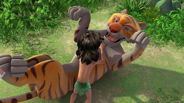 Als Shir Khan nach einem Schlag auf den Kopf wieder aufwacht, verhält er sich wie ein kleines Tigerbaby und ruft nach seiner Mami. | Rechte: ZDF/DQ Entertainment