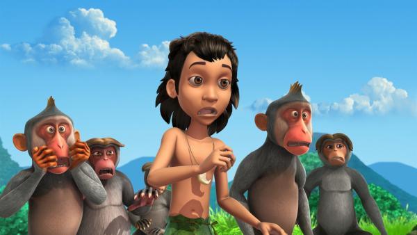 Mogli (Mi.) und die Affen sind entsetzt, weil jetzt auch noch Shir Khan auf Rangus Hügel auftaucht. Wer hat ihn dorthin gelotst? | Rechte: ZDF/DQ Entertainment
