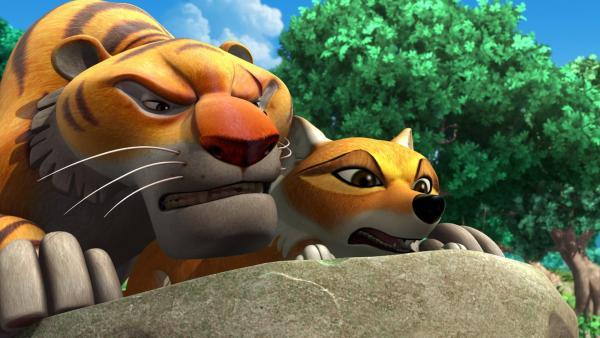 Shir Khan (l.) und Tabaqui (r.) beobachten, wie Mogli und die Tiere zum Unterschlupf gehen. | Rechte: ZDF/DQ Entertainment