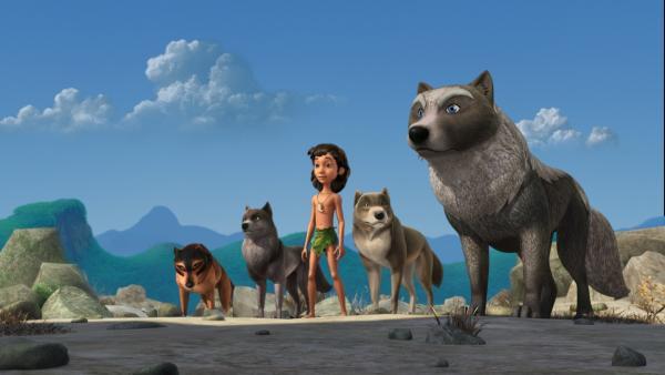 Akela (r.), der Anführer der Wölfe, erlaubt Lali, Mogli und Bala (v.r.n.l.) an der Zeremonie des roten Mondes teilzunehmen. Phaona (l.) möchte verhindern, dass Mogli dabei ist. | Rechte: ZDF/DQ Entertainment