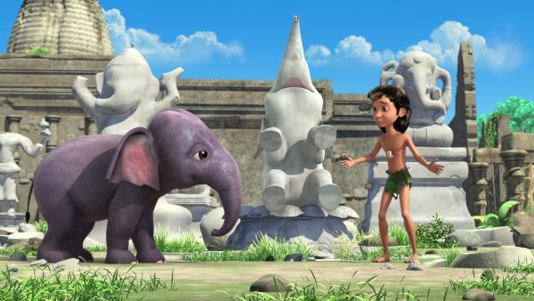 Mogli (r.) und die Elefantengeschwister spielen verstecken. Hita (l.) und Mogli (r.) haben schon überall nach Appu gesucht - aber sie können ihn nicht finden. | Rechte: ZDF/DQ Entertainment
