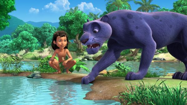 Baghira (r.) hat Angst vor Wasser. Mogli (l.) möchte ihm helfen sie zu überwinden. | Rechte: ZDF/DQ Entertainment