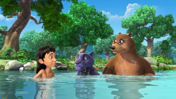 Endlich hat sich Baghira (m.) mit seinen Freunden ins Wasser getraut. Doch er fühlt sich noch sehr unsicher. | Rechte: ZDF/DQ Entertainment