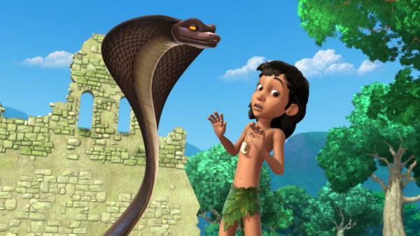 Die Kobra Thu (l.) beauftragt Mogli (r.) den Smaragd wiederzuholen.   Rechte: ZDF/DQ Entertainment
