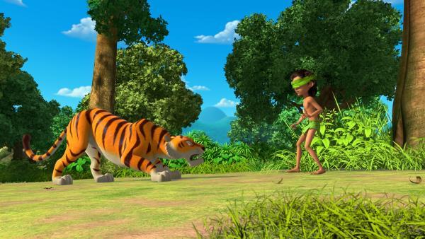 Shir Khan denkt, er habe leichtes Spiel mit dem erblindeten Mogli. Doch da täuscht sich der Tiger, denn Mogli hat gelernt sich auf seine anderen Sinne zu konzentrieren. | Rechte: ZDF/2009(c) DQ Entertainment