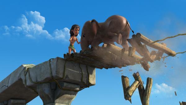 Mit einer Brückenkonstruktion kann Mogli dem kleinen Elefanten Appu helfen, von der hohen Säule wieder wegzukommen. | Rechte: ZDF/DQ Entertainment