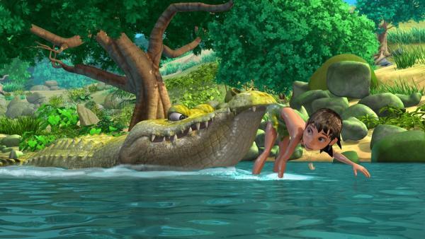 Beim Plantschen wird Mogli (re.) von Jakala, dem Krokodil entführt. | Rechte: ZDF/DQ Entertainment