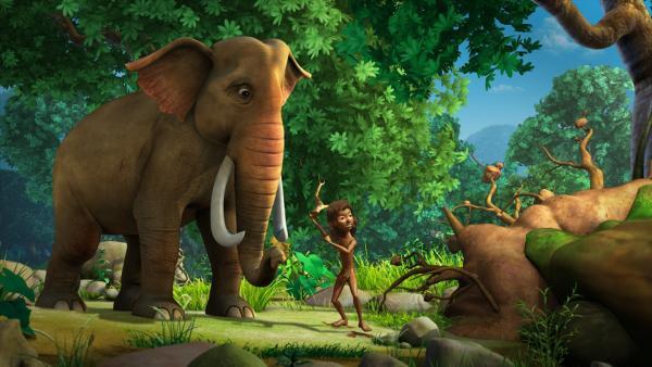Hathi (links) und Mogli (rechts) wollen Jakala in die Flucht schlagen.   Rechte: ZDF/DQ Entertainment