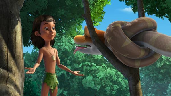 Mogli trifft auf die Schlange Kaa, die sich gerade häutet. | Rechte: ZDF/DQ Entertainment