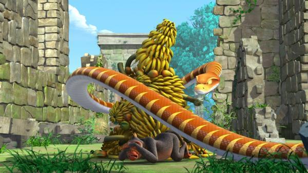 Kaa verhält sich wie ein Affenkönig und verlangt, dass die Affen ihm sämtliche Früchte des Dschungels bringen. Die haben ihm auch Balus reife Bananen gebracht.   Rechte: ZDF/DQ Entertainment