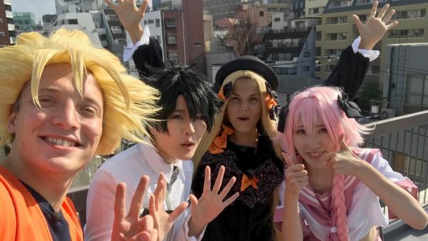 Louisa und Philipp treffen in Tokio die Cosplayerin Yanamigaru. Gemeinsam verkleiden sie sich als bekannte Manga- und Anime-Figuren. | Rechte: ZDF/Bettina Herzer