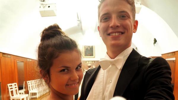 Wien und Wiener Walzer. Das gehört natürlich zusammen. Und deshalb bekommen Louisa und Philipp auch einen Crashkurs im Wiener Walzer tanzen.   Rechte: ZDF/Sarah Winkenstette