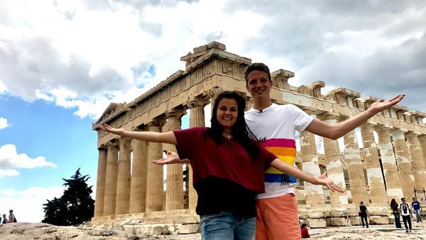 Louisa und Philipp sind in Griechenland angekommen. Dort steht natürlich auch ein Besuch der berühmten Akropolis in der Hauptstadt Athen auf dem Programm. | Rechte: ZDF/Georg Bussek