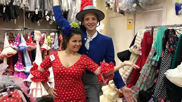 In Andalusien machen Louisa und Philipp auf ihrer Spanienreise halt. Dort bekommen sie einen Crashkurs in Sachen Flamenco und haben sogar einen eigenen Auftritt. | Rechte: ZDF/Georg Bussek
