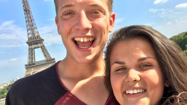 Frankreich ohne Paris - geht nicht. Paris ohne Eiffelturm - geht auch nicht. Louisa und Philipp machen in der Hauptstadt Frankreichs natürlich auch eine Sightseeing-Tour. | Rechte: ZDF/Sarah Winkenstette