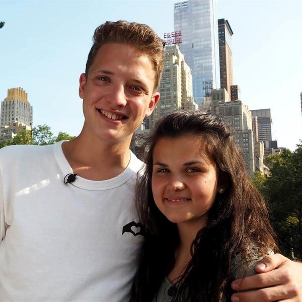 Die ZDF-Nachwuchsreporter Louisa und Philipp an ihrem ersten Drehtag in New York. | Rechte: ZDF/Georg Bussek