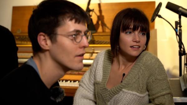 Lotte und ihr Produzent Jens im Tonstudio | Rechte: Radio Bremen/Matthias Kind