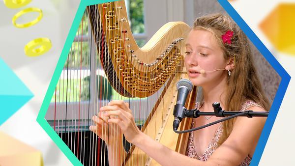 Ayla spielt Harfe | Rechte: KiKA