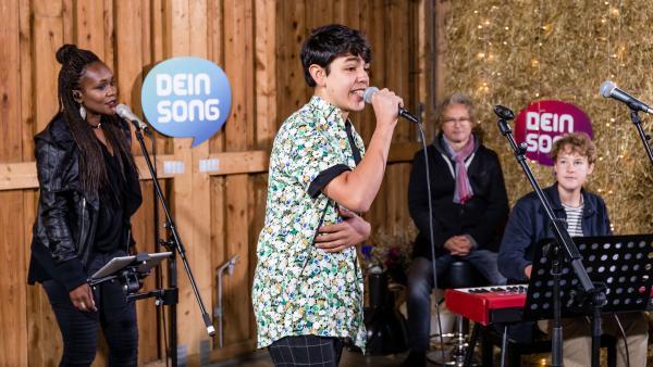 Ivan (links im Bild) und David treten mit der Band vor der Jury auf | Rechte: Marie Jose Sombeek