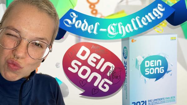 Von Stefanie Heinzmann unterschriebene Logo-Aufsteller und CD-Fanbox | Rechte: KiKA