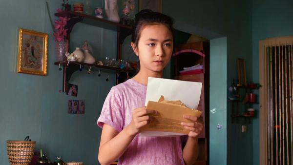 Linh ist ratlos. Die Schuldirektorin möchte ein persönliches Gespräch mit ihrer Mutter. Was soll sie jetzt machen? | Rechte: MDR/KEVIN LEE Film