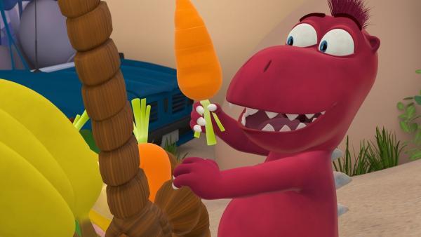 Der verfressene Oskar freut sich über jede Karotte, die er finden kann. | Rechte: ZDF/Caligari