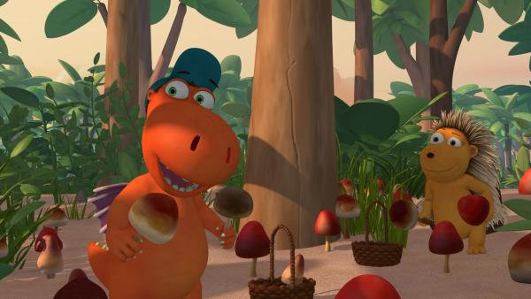 Das wird lecker - Kokosnuss und Matilda beim Pilzesammeln. | Rechte: ZDF/Caligari