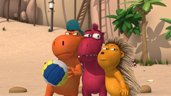 Kokosnuss, Oskar und Matilda sind ein starkes Team im Strandball! | Rechte: ZDF/Caligari